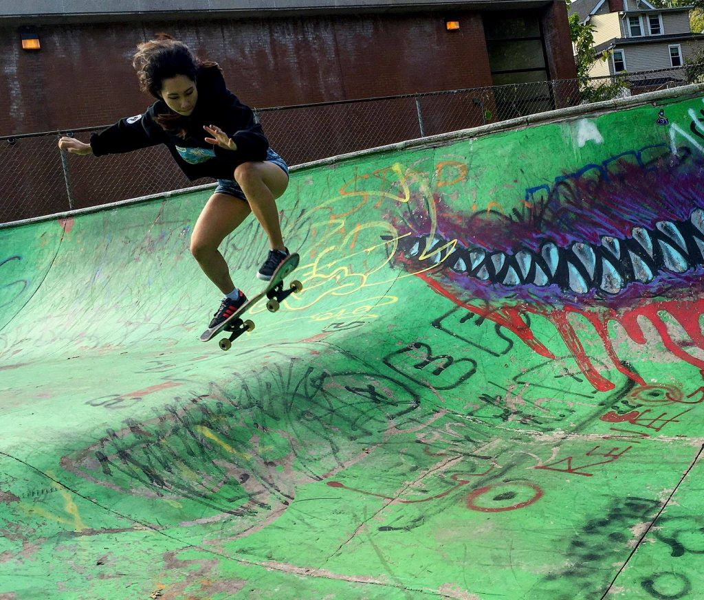 SkateGirl Pia Sacluso (Photo By Tati Kolina)
